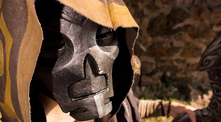 [FR] Réalisation d'une réplique de masque de Prêtre-Dragon, Vokun, tiré du jeu Skyrim. Avec au programme, modelage du master en Pepakura et Plastiline, moule en silicone, tirage en résine chargée en poudre d'aluminium (Gel Coat), peinture et fixations ! #cosplay #makingof