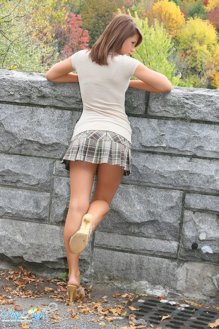 Sexy teen wearing mules in the park | div | Pinterest ...