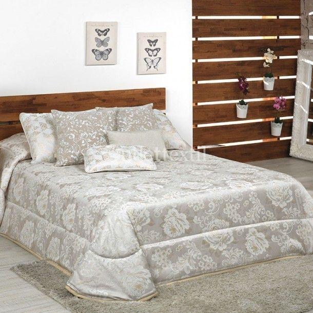 Edredón BRESCIA de la firma Cañete. Este diseño es todo un clásico ideal para vestir la cama en dormitorios decorados con este estilo. Renueva tu ropa de cama y le darás un nuevo aire a la habitación.