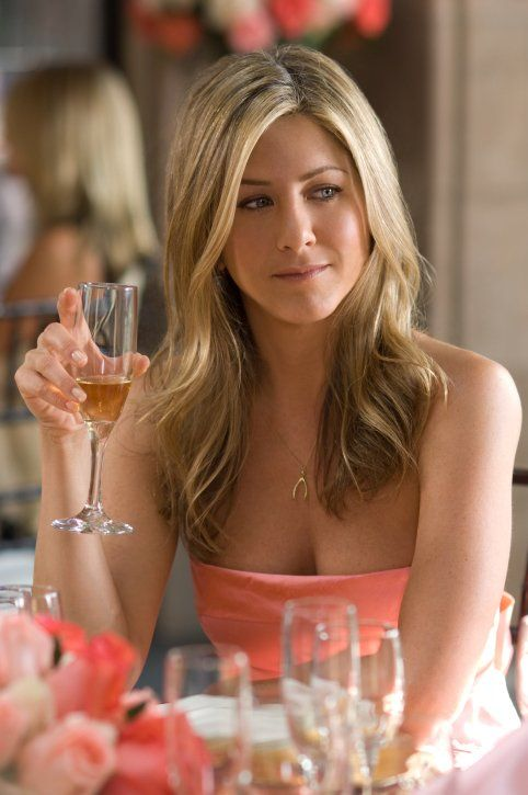 """Jennifer Aniston in """"He's Just Not That Into You"""", wearing a wishbone pendant necklace"""