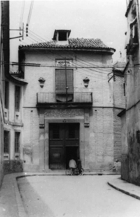 Entrada trasera al DESTRUIDO Hospital Provincial San Juan de Dios, esta calle es la que hay entre Delegación de Gobierno y Diputación, la puerta está en medio de la calle.