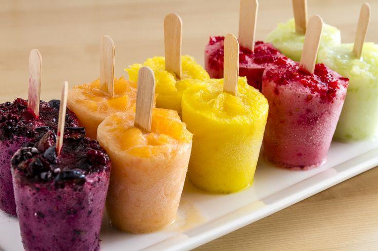 Con los días de calor nada es mejor que tomar un rico helado, ¡más aún si no engorda! Al contrario, las recetas que te enseñaré a continuación son desintoxicantes.Amarás estas paletas heladas y querrás hacerlas ahora mismo.¡Manos a la obra!1. AntioxidanteIngredientes:1/2 vaso de jugo de uva integral y orgáni