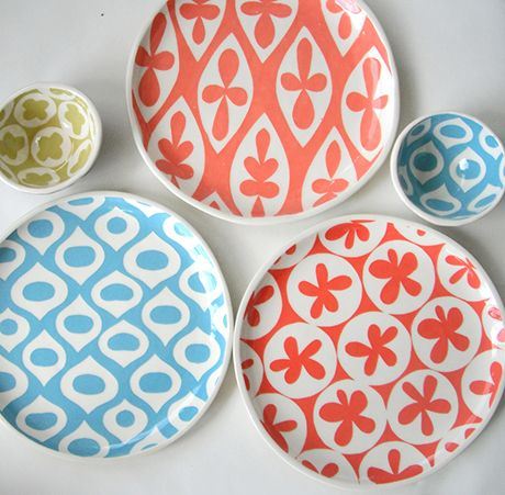 Lovely ceramic pieces to color our summer table. Cheerful and refreshing, they are the work of Susan Rodriguez from Ceramica Botanica who's working with clay for 20 years. Each piece is handmade in her pottery studio in the backyard of her home in Texas. She loves patterns and colors and all the memories they evoke.