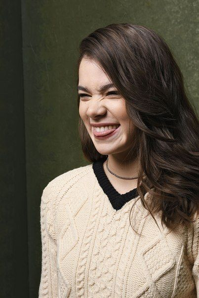 Hailee Steinfeld is so adorable.