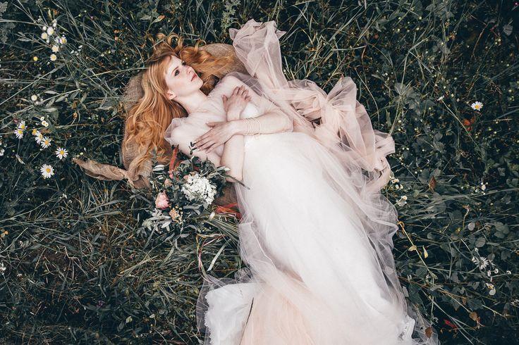 The most beautiful wedding dresses of 2016. More inspiration on our WonderWed.de/blog  Braut Brautkleid Rote Haare Pantone Wiese WonderWed