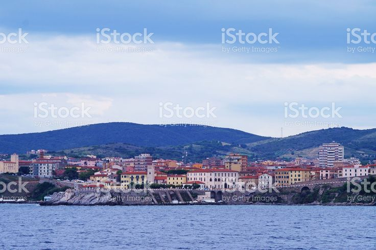 https://secure.istockphoto.com/photo/view-of-piombino-from-the-sea-gm522478142-91655305