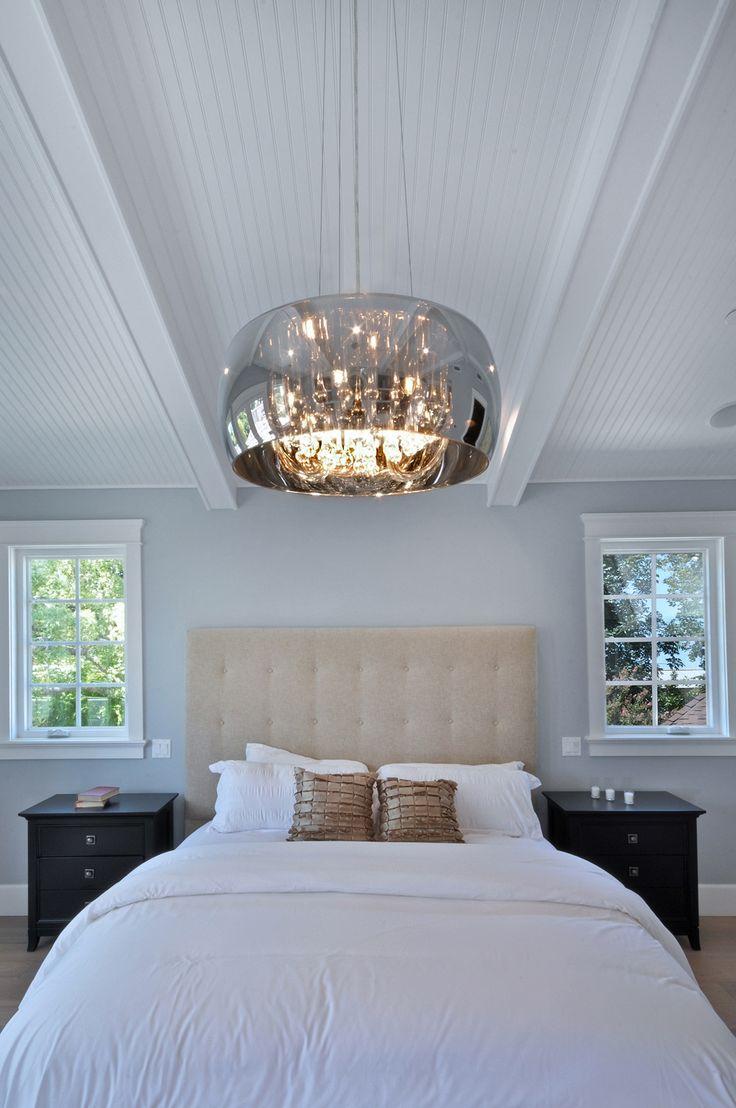 #Chambre de style #transitionnel avec suspendu. / #Transitional #bedroom with pendant.
