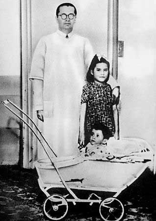 Lina Medina – youngest mother in medical history (5yrs 7 mo. 21 days).  Lina medina with her doctor.  ONCE AGAIN, HUMAN BEINGS SUCK - THIS BABY DIDN'T GET PREGNANT BY HERSELF OBVIOUSLY - and a hormone condition made it possible - start of menses at 8 months.  omg.