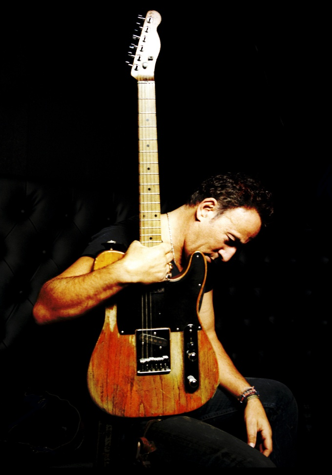 Springsteen (fantastic shot and one h*** of a mighty fine looking guitar he got there....) :)