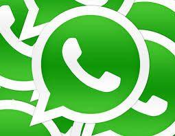 ik gebruik watsapp om met mijn vrienden en familie te kunne praten zonder dat we bij elkaar zijn en zonder geld te betalen.