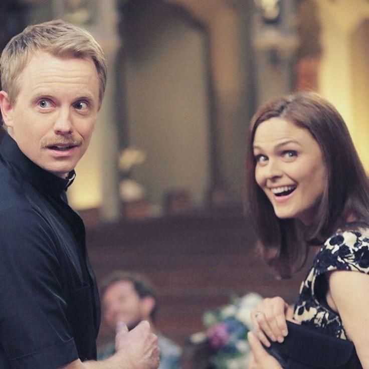 Emily and her husband, David on set during season 9 #emilydeschanel #temperancebrennan #bones #davidhornsby