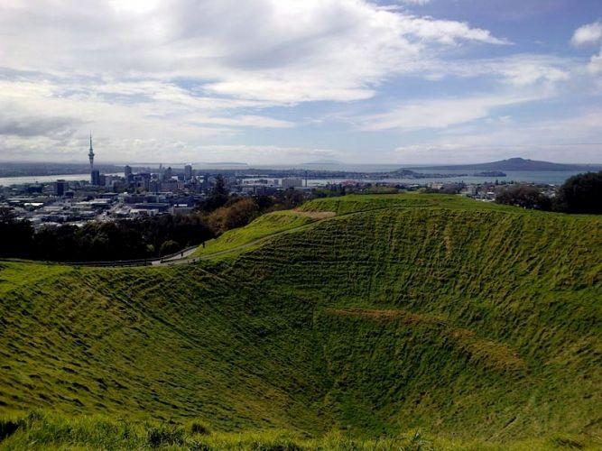 Run the 10 mile (16km) Coast To Coast Walkway [Pacific Ocean to the Tasman Sea] (Auckland, New Zealand)