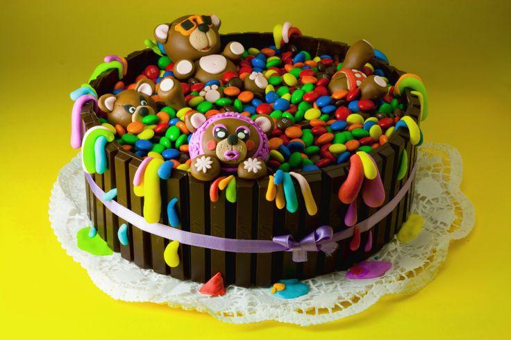 torta di compleanno con smarties e pasta di zucchero