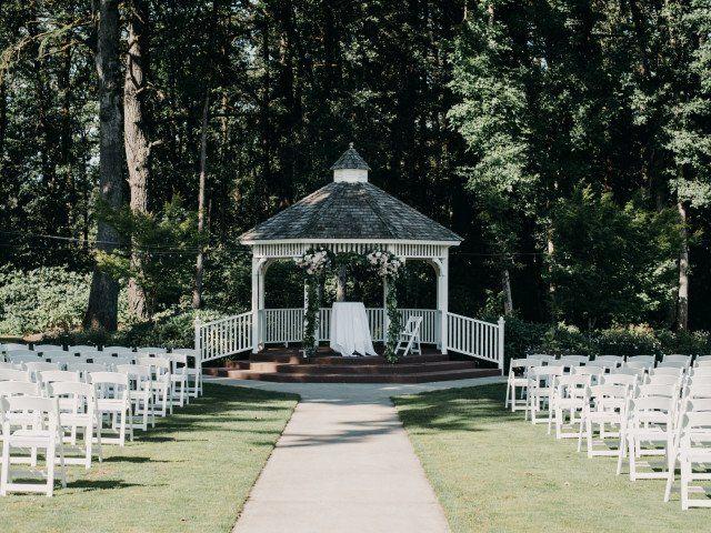 Outdoor Wedding Venue Gazebo In Oregon Wedding Venue Inspiration Courtney Hellen Photography Outdoor Wedding Venues Wedding Venues Oregon Gazebo