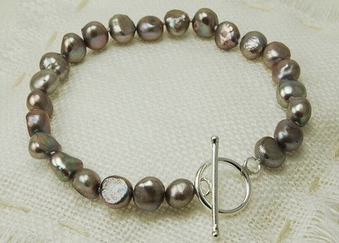 Grey pearl bracelet with silver clasp