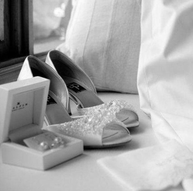 """Celebrating your journey"" #kalfinjewellery #diamondrings #engagementrings #custommaderings #diamonds #jewellersmelbourne #antiquejewellery #diamondhalorings #weddingrings #gentsring #bride #wedding www.kalfin.com.au"