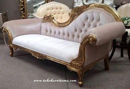 Single Sofa Finishing Emas SFK-003 ini merupakan sofa mewah dengan finishing cat duco emas yang terbuat dari kayu mahoni berkualitas.