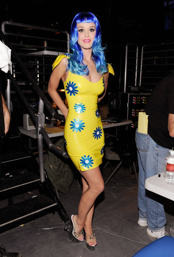 katy perry in yellow with blue flowers latex dress ...