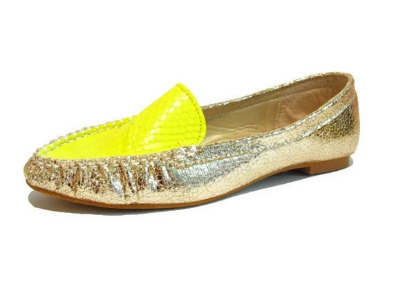 These super foxy neon flats have been handmade with love. Made with a leather upper and cute silver base. Available in sizes 38-42.    Please note these are a small make, so it may be best to go up a size or 2 if you have wide feet.    Please contact us to get the right fit for your tootsies.