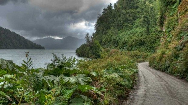 chile_carretera_austral_dark_clouds_green_hills_1920x1080_81272