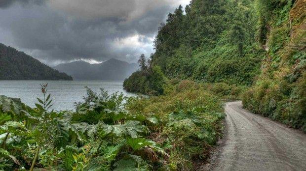 Chile_carretera_austral_dark_clouds_green_hills_1920x1080_81272