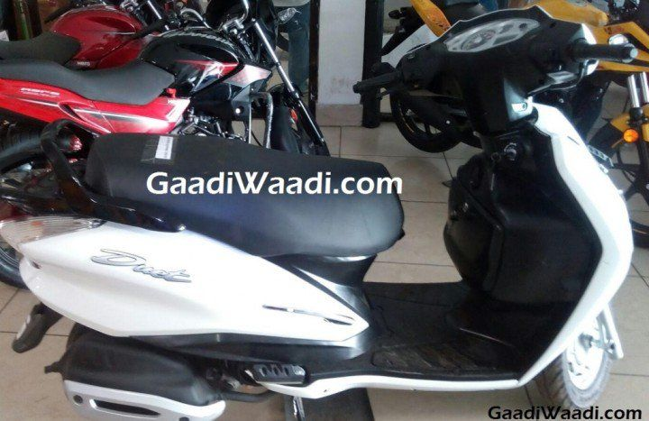 Hero Duet Scooter Launch Soon? Spotted at Dealership! http://www.carblogindia.com/hero-duet-scooter-price-launch-pics-specs-features-details/