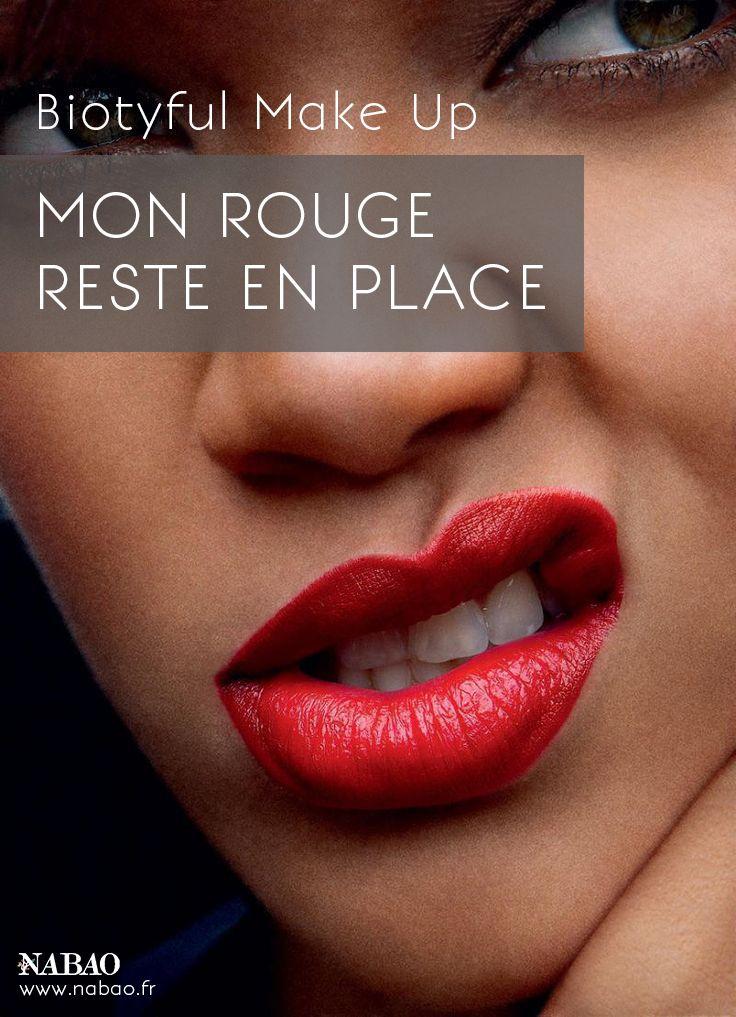 Biotyful Make Up  Mon rouge reste en place  Pour fixer un rouge à lèvres très pigmenté, il faut poser délicatement un mouchoir non plié sur ses lèvres et badigeonner délicatement sa bouche de poudre libre au travers de ce dernier (à l'aide d'un pinceau). La poudre fixe la couleur et la texture, le mouchoir retient les excédents de poudre.  #Nabao  #Beauté #MakeUp #Maquillage #Roueàlèvres