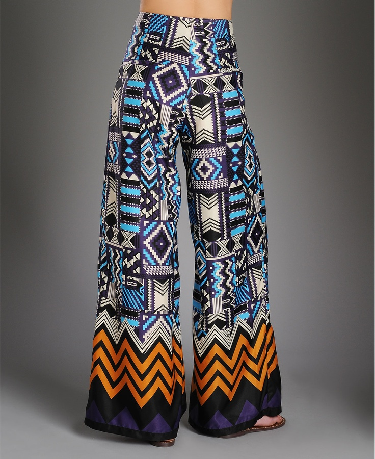 Wide Pant: are very loose fitting pants the leg width is bigger then your leg.