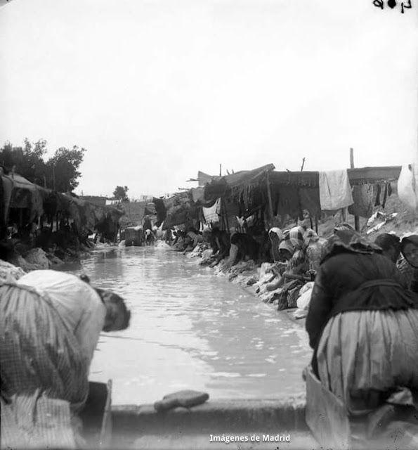Anónimo. Lavanderas. ca. 1900