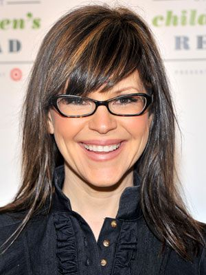 "One of the few trend-setting people wearing ""nerdy"" glasses BEFORE they were cool- musician Lisa Loeb. LOVE her hair!!"
