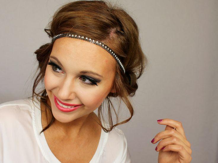 Hip opsteekkapsel met haarband
