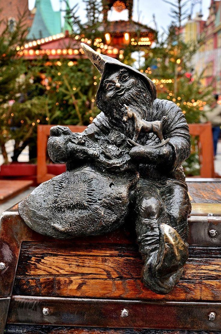 WROCŁAW, Jarmarkowy krasnal | < 167° PL US NY (bilet Gdynia) https://de.pinterest.com/jantar2009/city-of-gnomes-wroc%C5%82aw-poland/  txt!!