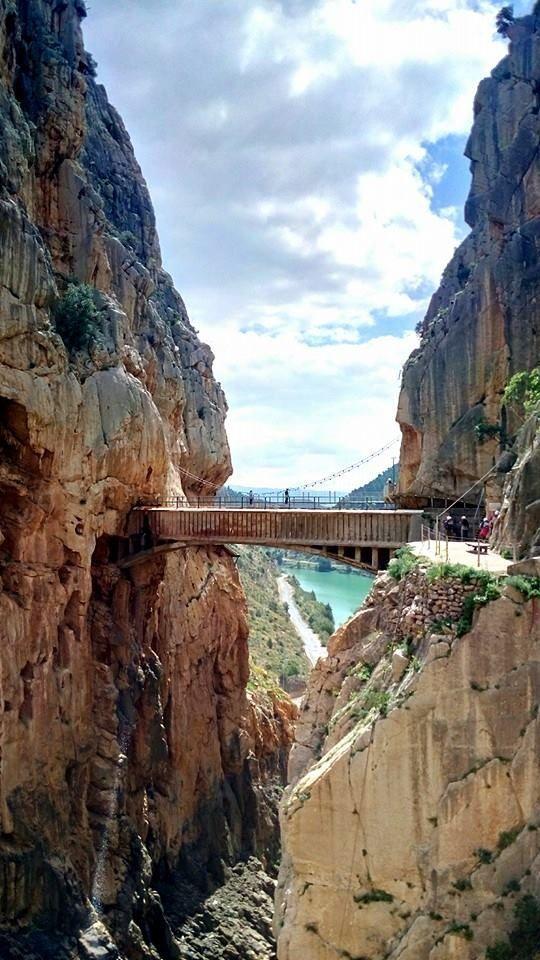 Si vous aimez l'aventure et le dépaysement, suivez le guide pour un voyage de noces original : un road trip d'une semaine en Andalousie.