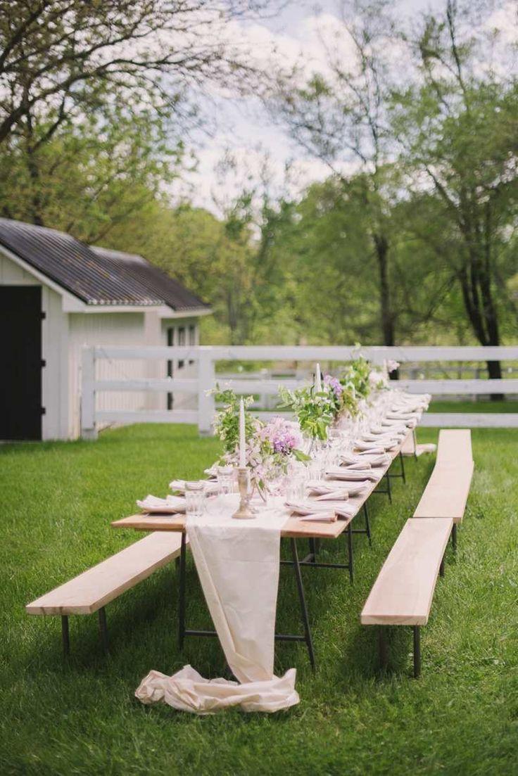déco-garden-party champêtre chic: table et bancs en bois