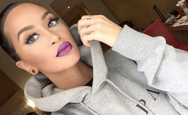 Këngëtarja Dafina Zeqiri ka mahnitur me një fotografi të publikuar në profilin e saj në Instagram.Ylli, e cila këto ditë ësht ...Puhia.com #lifestyle #portal