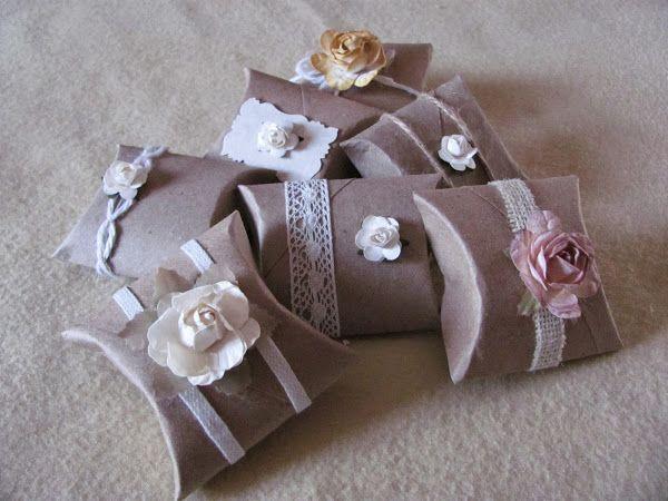 Cajitas paquetes de regalo hechos con tubos de papel higienico hecho a mano