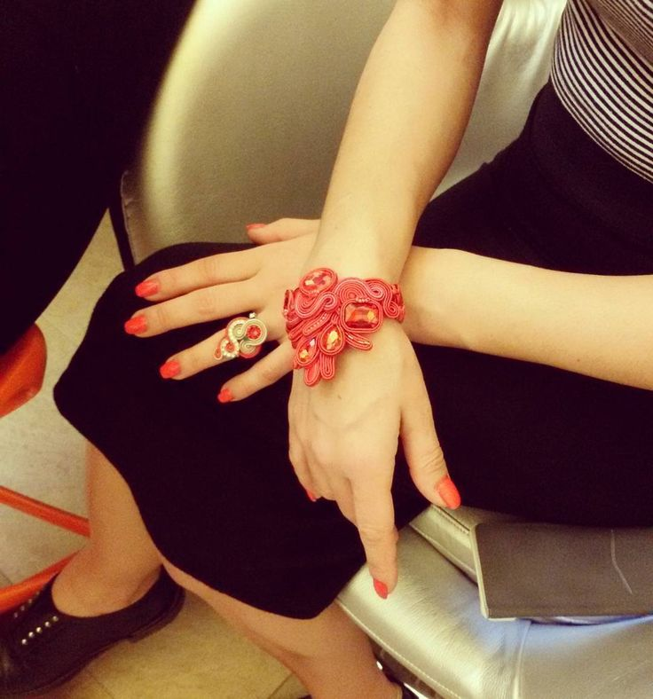 Red passion  #selenkhloejewelry #penelopelandini #model #actress #palacebeautyspa #soutachejewelry #soutache #ring #bracelet #red #passion #jewelrydesigner #handmadejewelry #instalike #instacool #instafashion #ashtag #2016