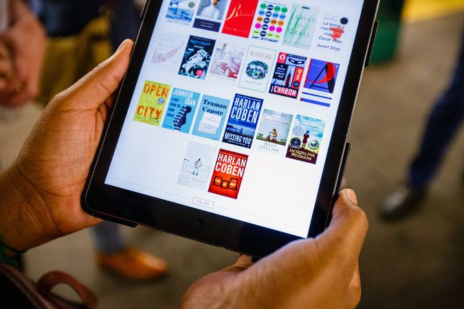 乗車時間帯によって読める電子書籍が変わる。NY地下鉄に設置されたWi-Fiの知名度向上企画『Subway Reads』 | AdGang