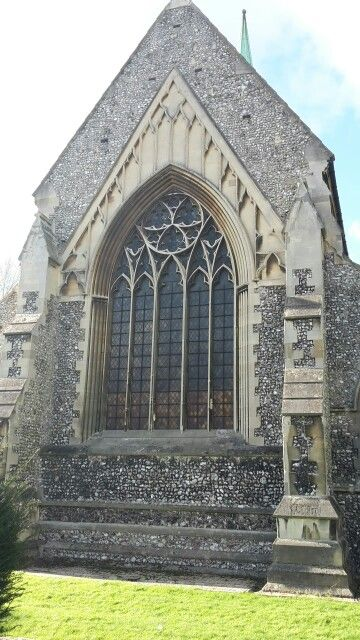 While I was walking before the work I saw this pretty little church. I think that it's unusual.