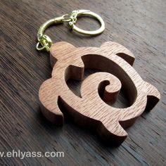 Porte-clés en bois de sapelli tortue en chantournage