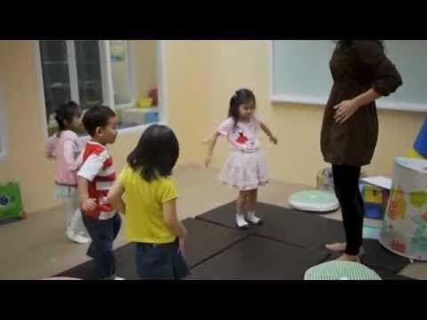 More English for Infants este pentru copii cu vârste între 3 - 5 ani. Este un curs de continuare după cursul English for Infants. Copiii iubesc More English for Infants.Prin jocuri, cântece și activități ei au șansa de a folosi vocabularul pe care îl învață, iar CD-urile le permit să ducă lecțiile de engleză acasă cu ei pentru ascultarea lor zilnică în fundal