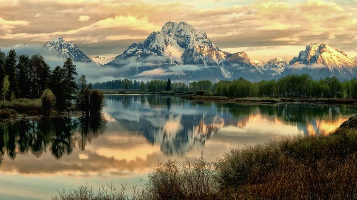 Oxbow Bend.  by Jeff Chow.