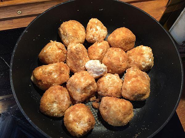 Egy finom Zabpelyhes túrógombócok ebédre vagy vacsorára? Zabpelyhes túrógombócok Receptek a Mindmegette.hu Recept gyűjteményében!