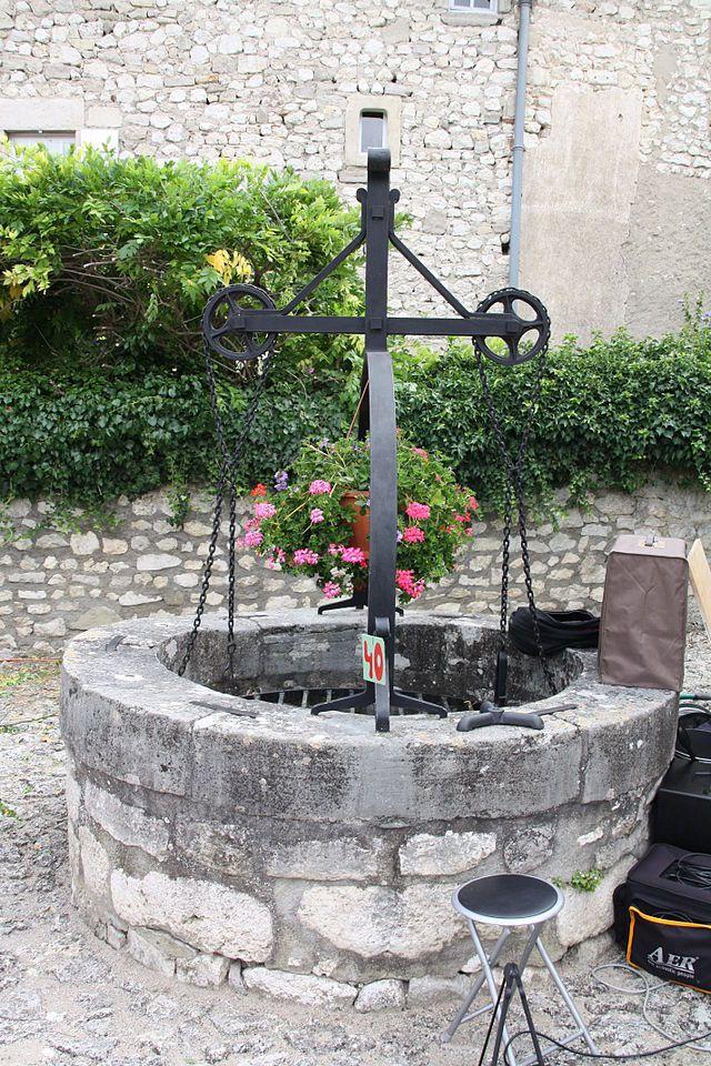 Charroux (Allier) - puits