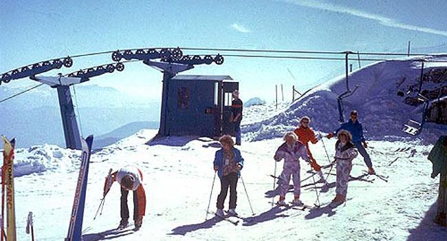 """La piccola stazione sciistica di Passo Penice sull'Appennino piacentina si candida a essere una vera e propria """"palestra della neve"""".      C'è l'illuminazione notturna, c'è la musica sempre accesa. E' una delle poche località sciistiche dove si può prenotare l'intero impianto per sciare anche la sera o godersi il piacere di un'intera giornata sulla neve. Ma c'è anche la possibilità di prenotazione pista a ore con tanto di cronometristi. Da novembreè attiva la web cam sul sito in modo da…"""