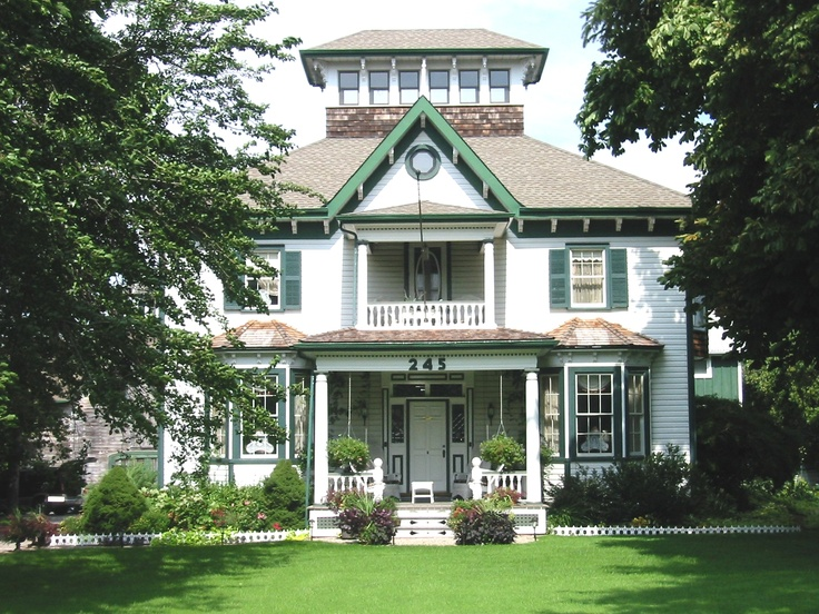 Weddings, Events or a fabulous weekend in Niagara, Ontario's Wine Region.  1846 Historically Designated Bed & Breakfast Inn in Grimsby, The gateway to Niagara, Ontario (1 1/2 acres) 4 Ensuite Rooms, inground pool. four course gourmet breakfasts and wine touring. www.viniferainn.ca