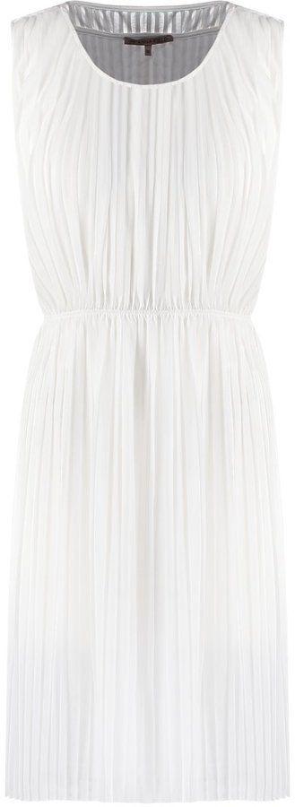 Pin for Later: 40 weiße Sommerkleider unter 100 €  Anna Field plissiertes Kleid (40 €)