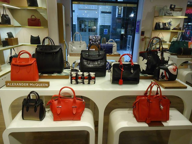 Liberty Store – BAGS 2015 Ce modele au expus marii designerii in materie de genti in Liberty Store din Londra. Alexander McQueen Stella McCartney Edie Parker Alexander Wang Mulberry Victoria Beckham Givenchy Lanvin Valentino Anya Hindmarch Alexander McQueen Marni Valentino Sursa: Liberty store Londra