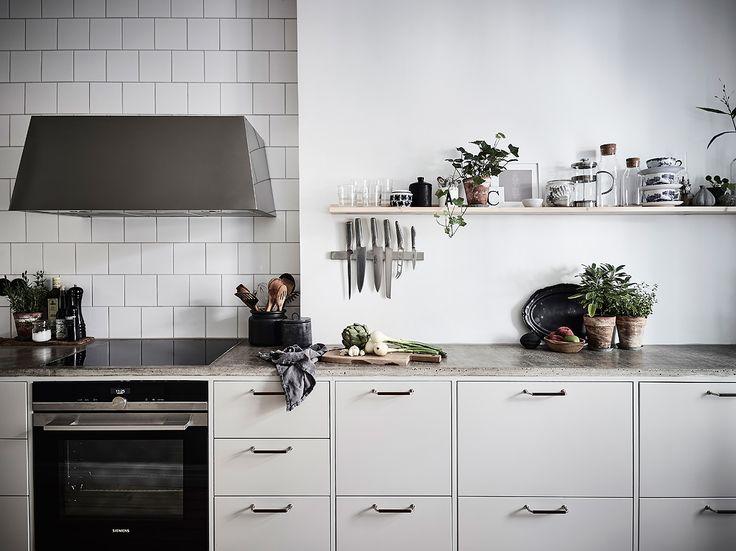 Lovely kitchen with concrete countertops  Övre Majorsgatan 4B, Linnéstaden Göteborg | culkner @ instagram