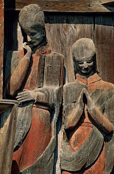 [ROMANIA.MARAMURES 23.718] 'Mourning figures.'<br /> <br /> Mourning figures at the foot of the 17th century crucifix at Berbesti. Photo Mick Palarczyk.